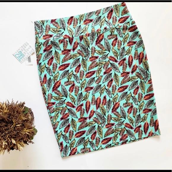 LuLaRoe Dresses & Skirts - NWT Womens Lularoe Feather Plus Cassie Skirt - 2x